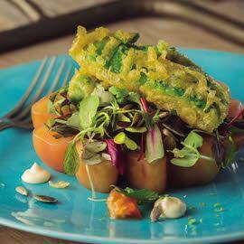 Ensalada de tempura de aguacate