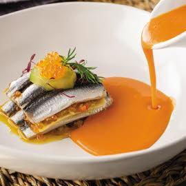 Lasaña de bocartes, pisto y sopa fría de tomate sin gluten