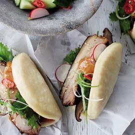 Panecillos al vapor con panceta de cerdo y mayonesa hoisin