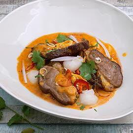 Pato en dos cocciones con lichi y curry rojo