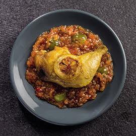 Pollo con pisto de tomate concassé y uvas