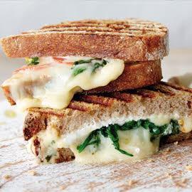 Sándwich tostado con triple de queso