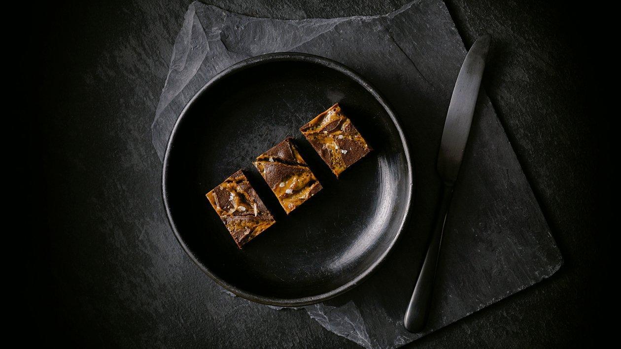 Brownie de chocolate con nuez pecana y caramelo salado