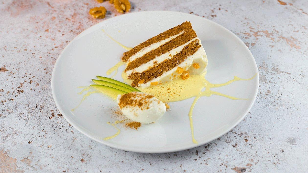 Carrot cake con salsa de vainilla y helado de queso