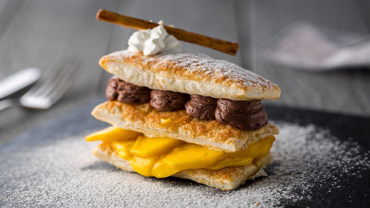 Costrada de crema de naranja y manzana macerada con mousse de chocolate al aroma de limón