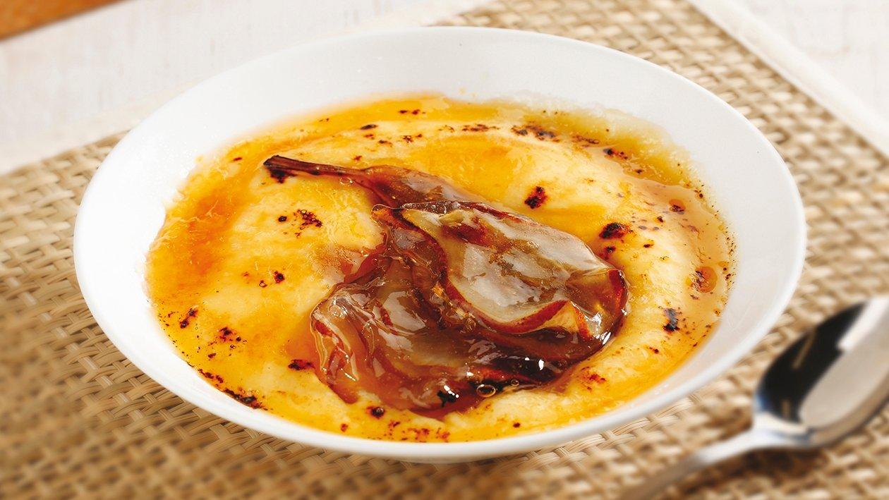 Crema catalana con crujiente de pera