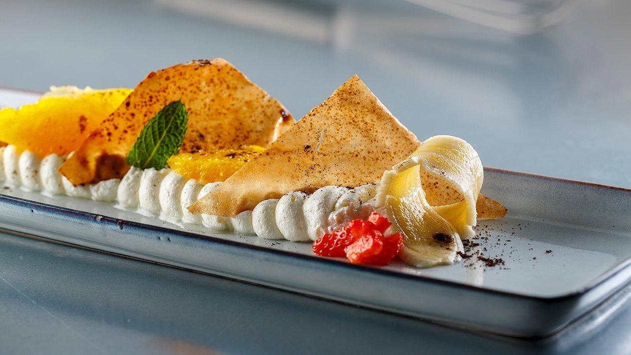 Crema de queso, naranja con tejas y granizado de café