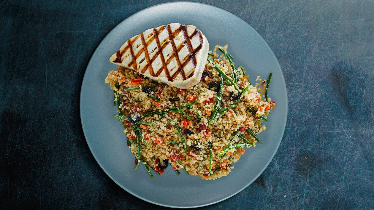 Ensalada de quinoa con Steak de atún e hinojo marino
