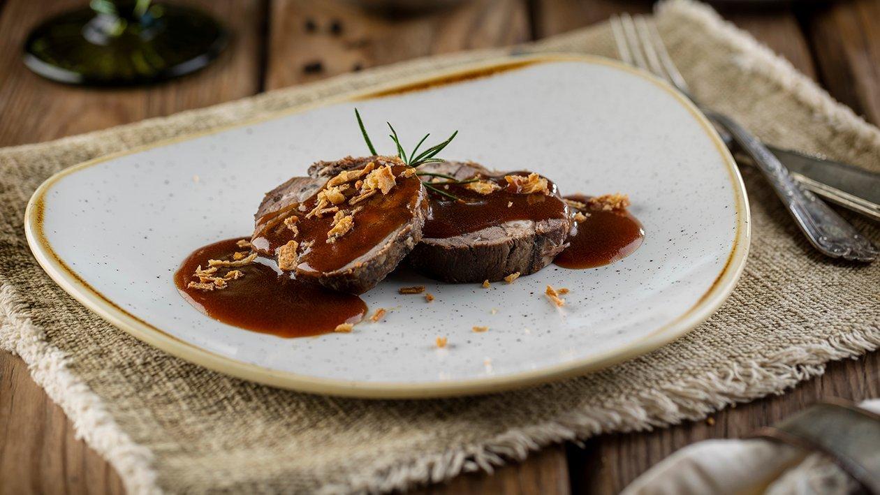 Lengua de ternera con salsa demiglace escabechada con miel y aromáticos