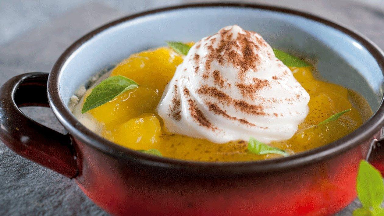 Pannacotta de vainilla con espuma de yuzu y guiso de mango encurtido
