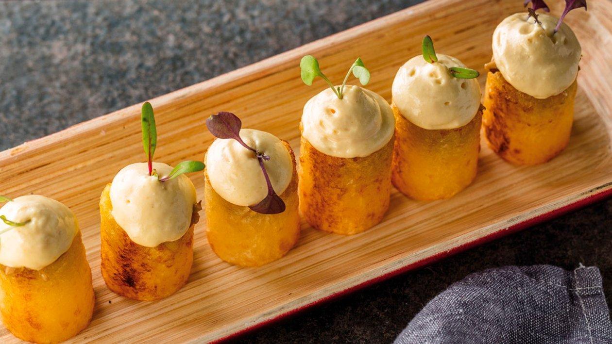 Patatas rellenas de hongos y espuma de huevo trufado