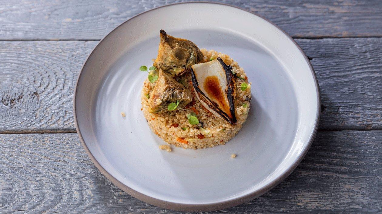 Quinoa de soja y miso con piñones y alcachofa confitada