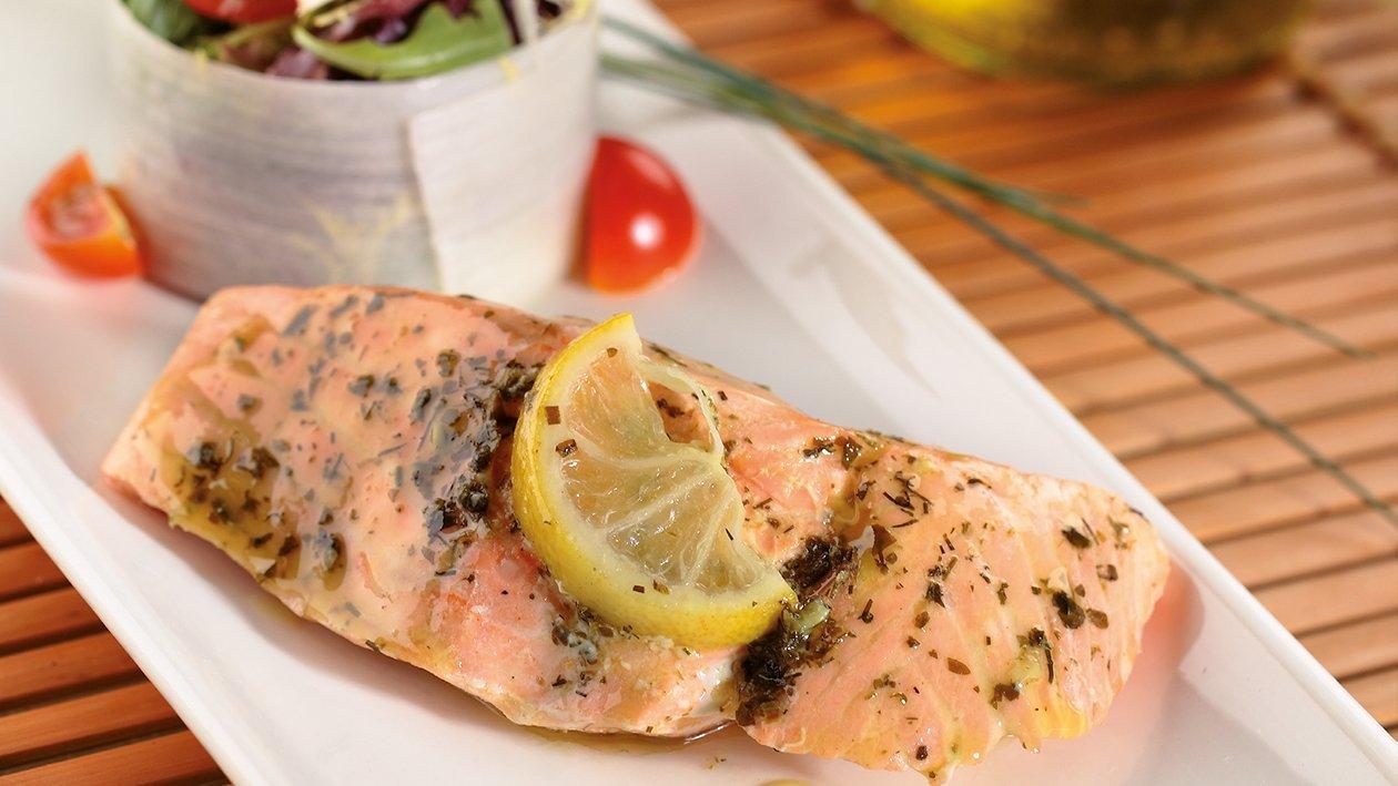 Suprema de salmón marinado con limón y finas hierbas
