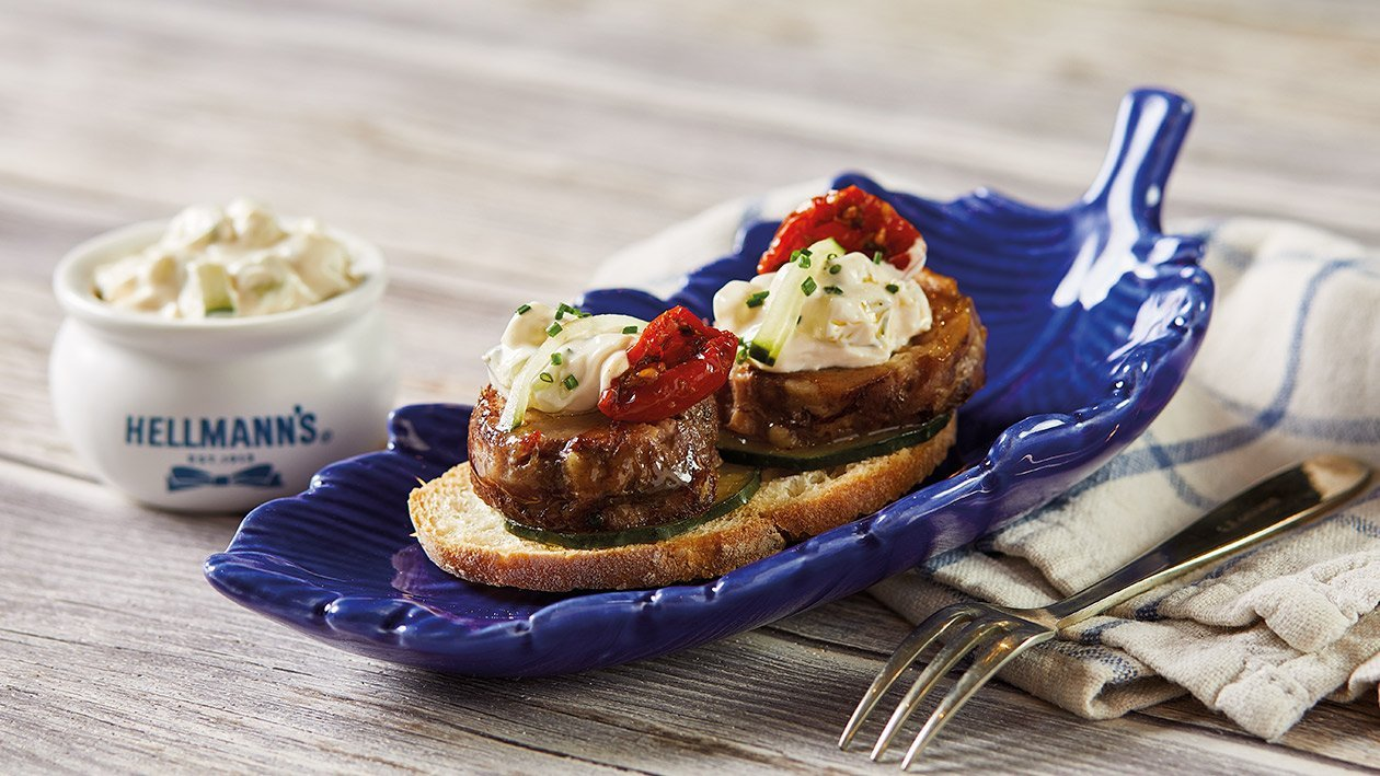 Tosta de cordero con mayonesa de Tzatziki