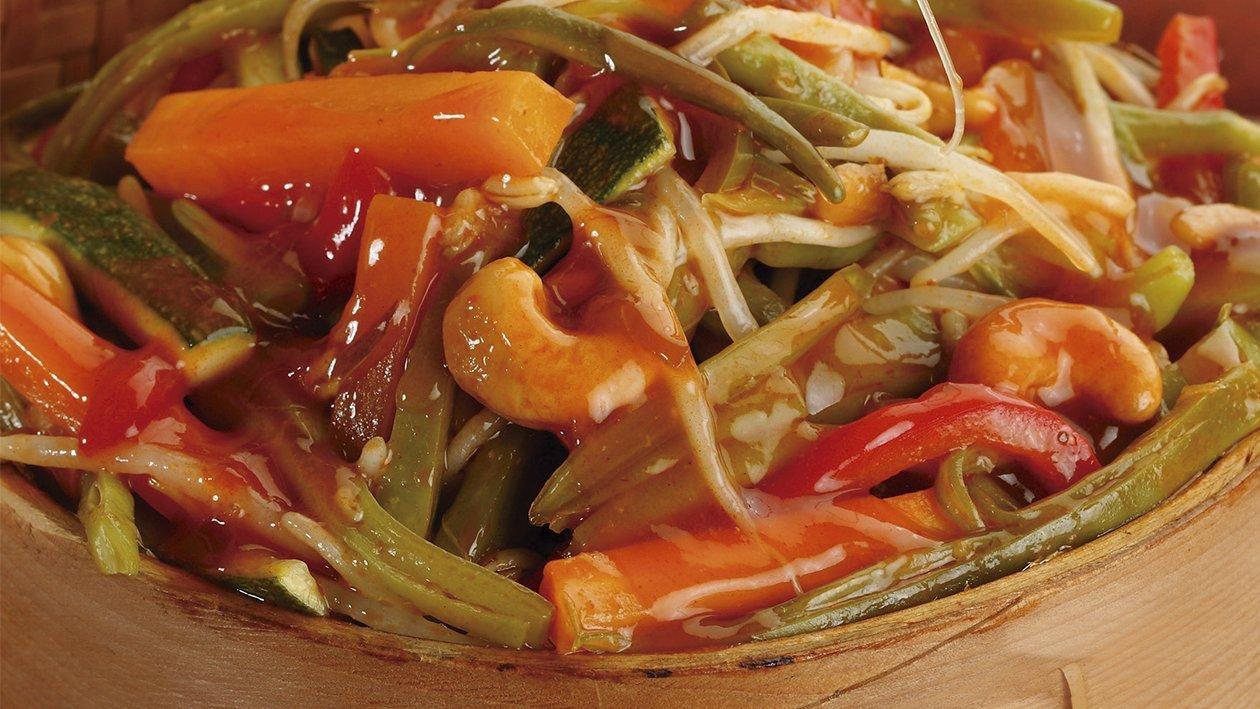 Verduras salteadas con anacardos en salsa agridulce