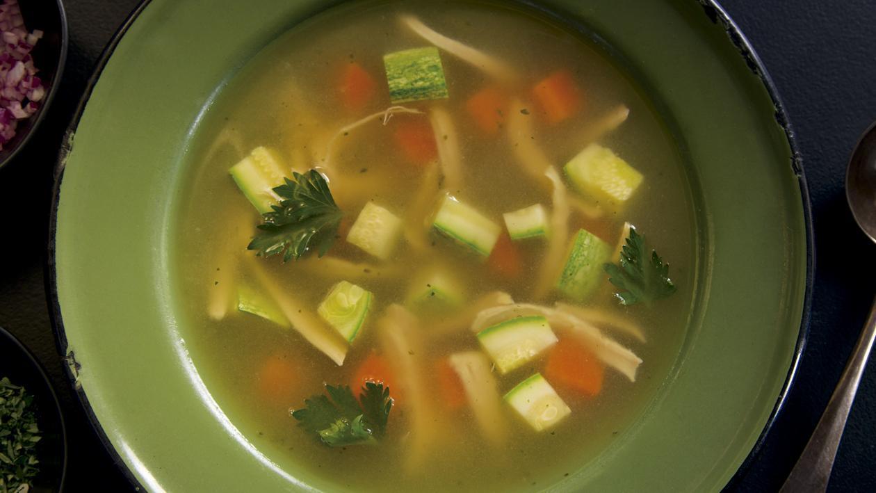 Caldo de Pollo con Vegetales