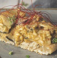 Crostini de berenjenas con rissoto de cheddar