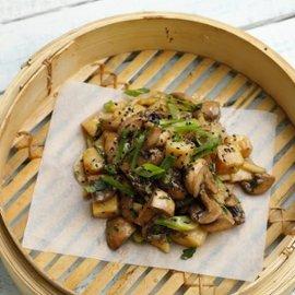 Aasialainen sieni-perunasalaatti