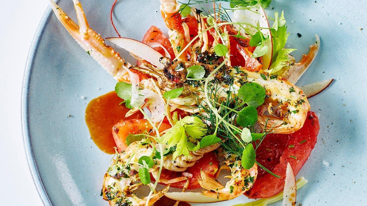 Grillattua merirapua, omena-sellerisalaattia ja äyriäislientä – Resepti