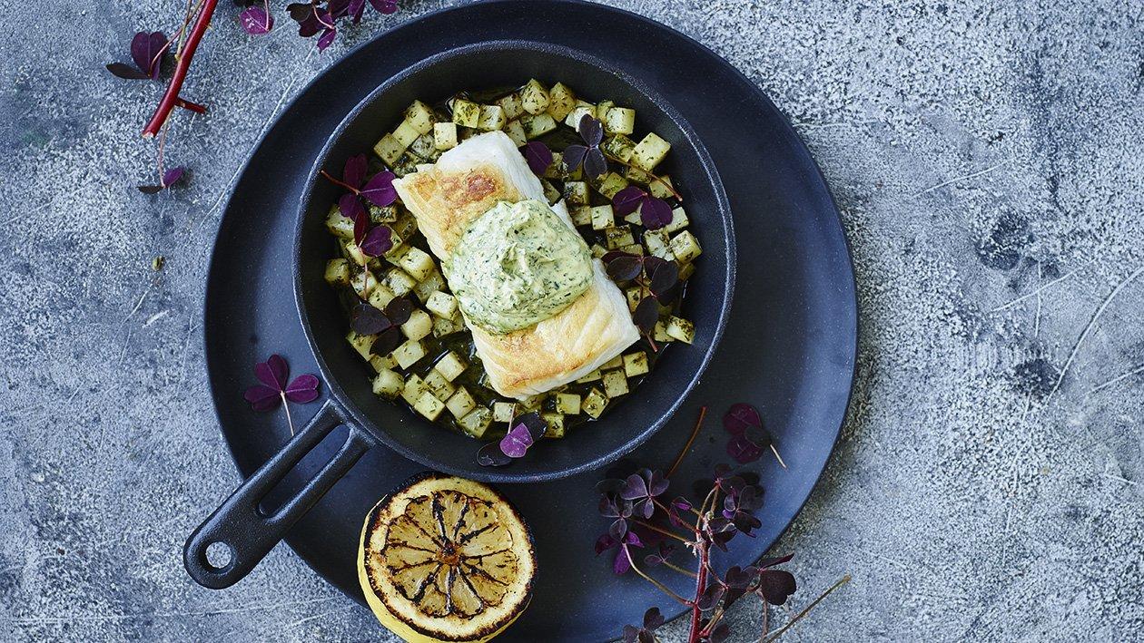 Höyrytettyä turskaa, yrttitahnaa ja grillattua sitruunaa – Resepti