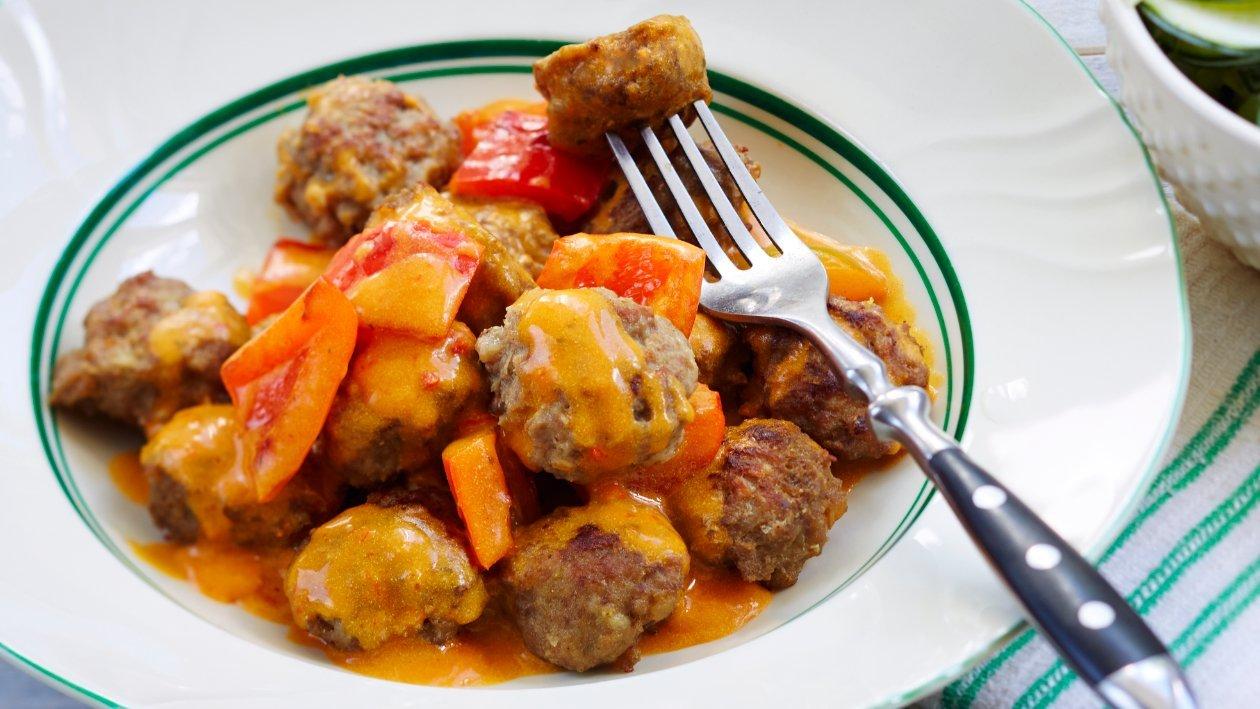 Lihapullat paprikakastikkeessa – Resepti