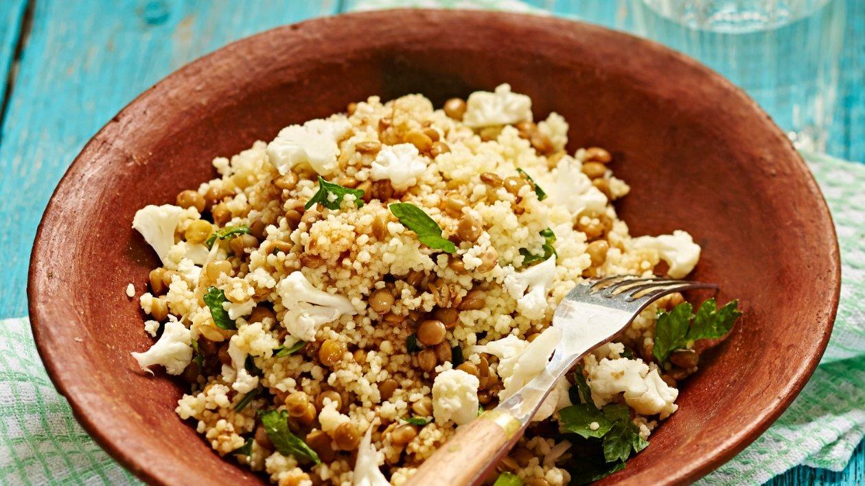 Linssi-kukkakaali-couscoussalaatti – Resepti