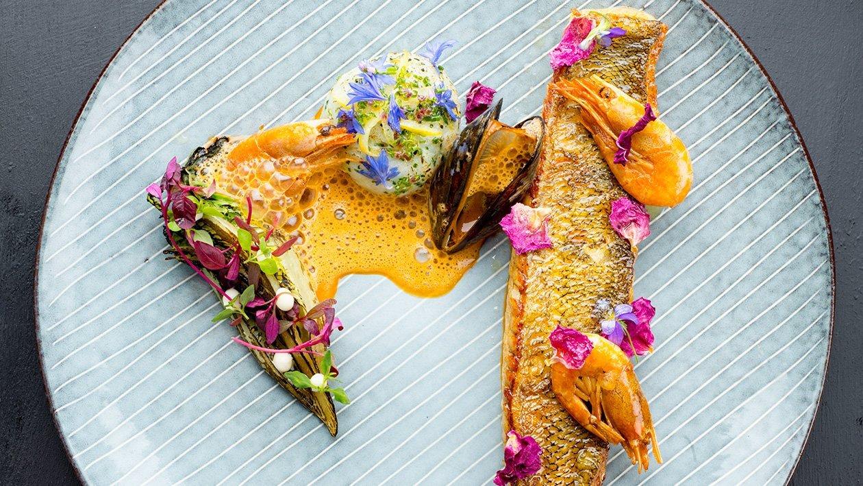 Paistettua kuhaa, sitruuna confitia ja äyriäiskastiketta – Resepti