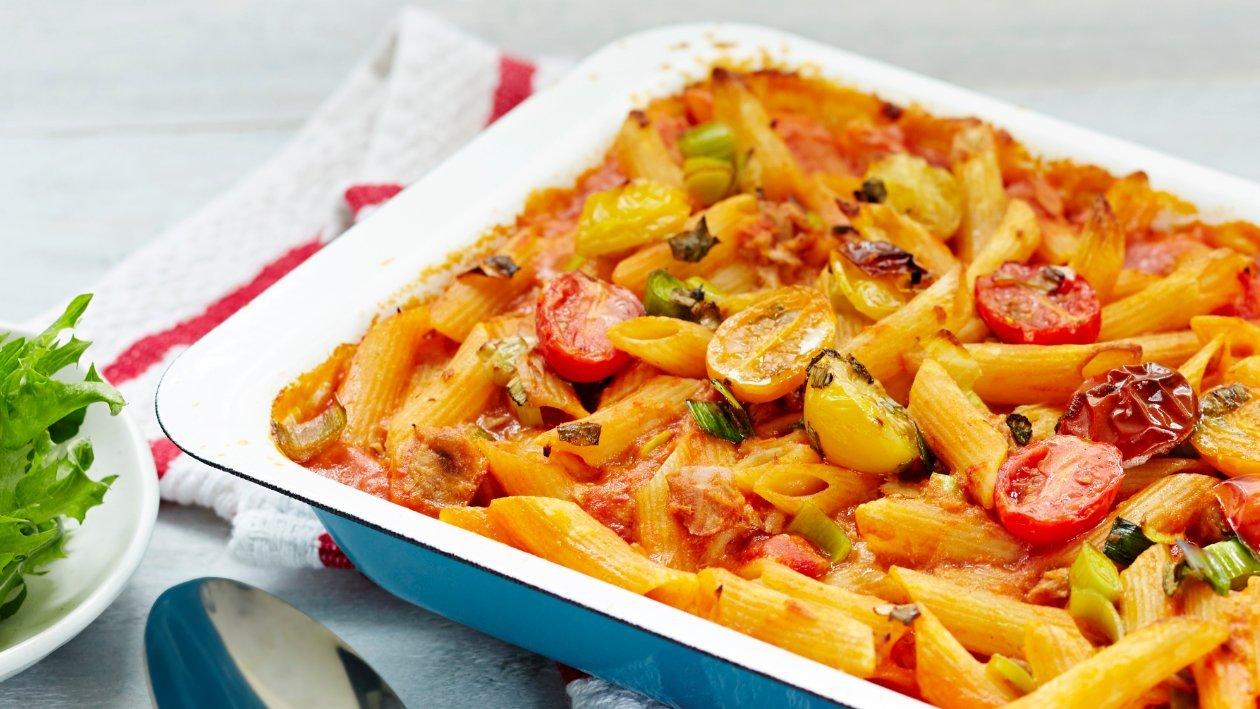 Tomaattinen tonnikala-pennevuoka – Resepti