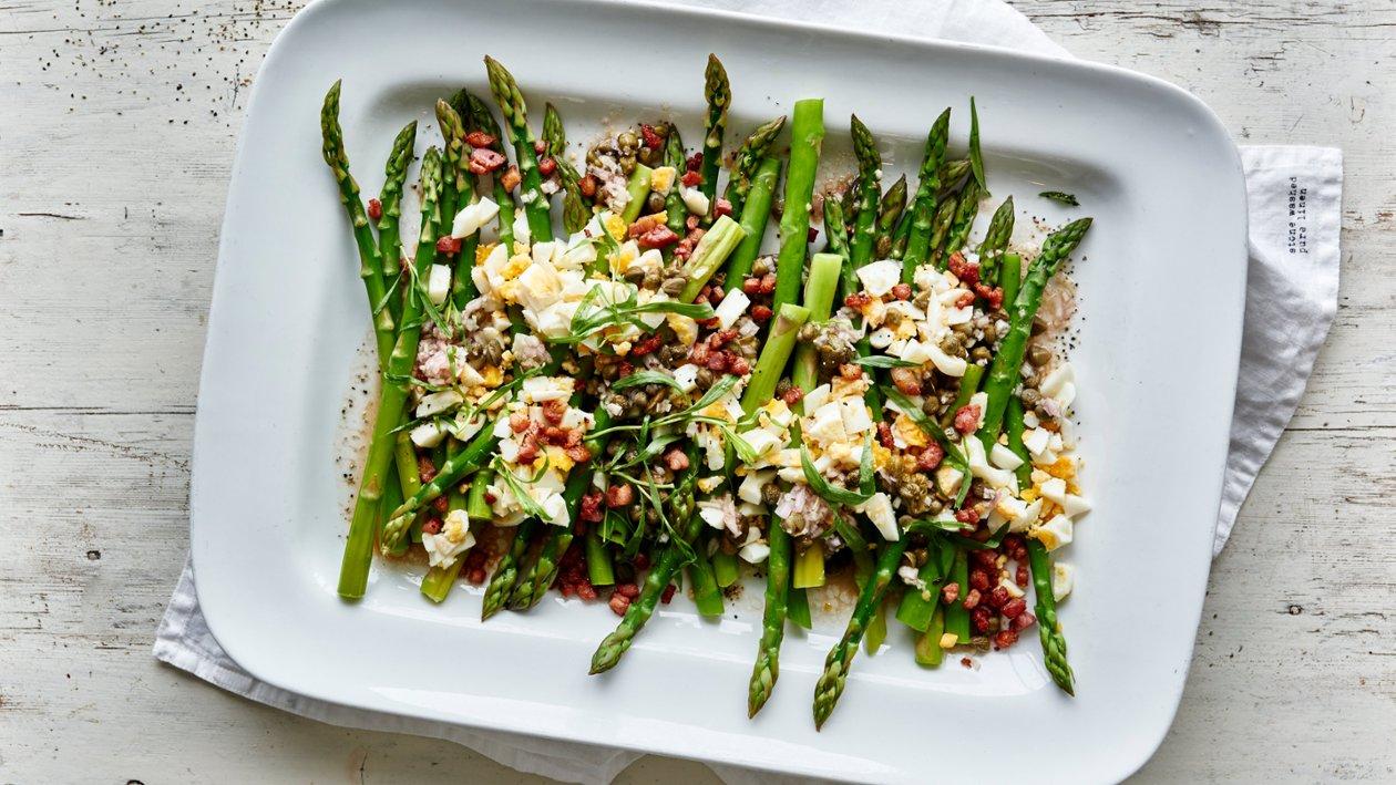 Vihreää parsaa rakuunan kera – Resepti