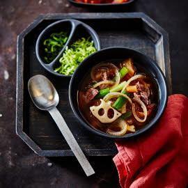 Corréen soupe à l'oignon avec kimchi & chili