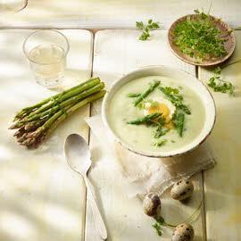 Crème d´asperges vertes oeufs de caille pochés & fines herbes