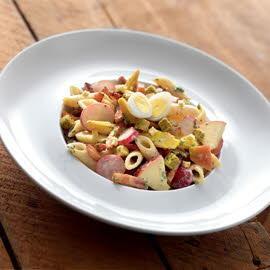 Salade de pâtes aux lardons poêlés et un dressing miel-moutarde