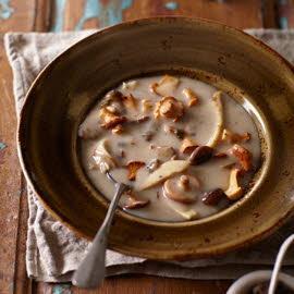 Soupe aux champignons des bois de Périgueux et tapenade de truffe