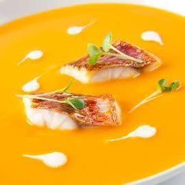 Soupe de potiron avec rouget et crème de marrons