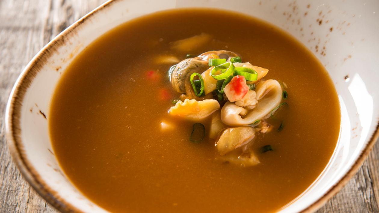 Bisque de homard au fenouil, fruits de mer et basilic – Recette