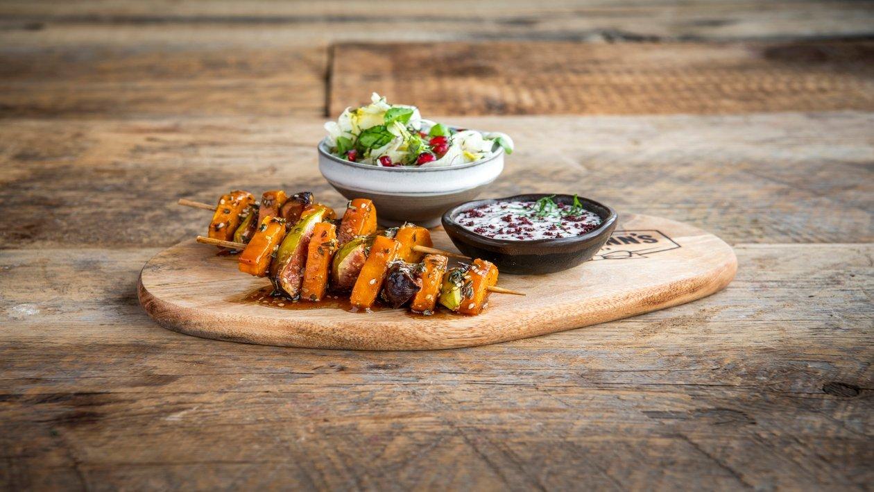 Brochette végétarienne du Moyen-Orient avec sauce yaourt et une salade de fenouil sure et acidulée – Recette