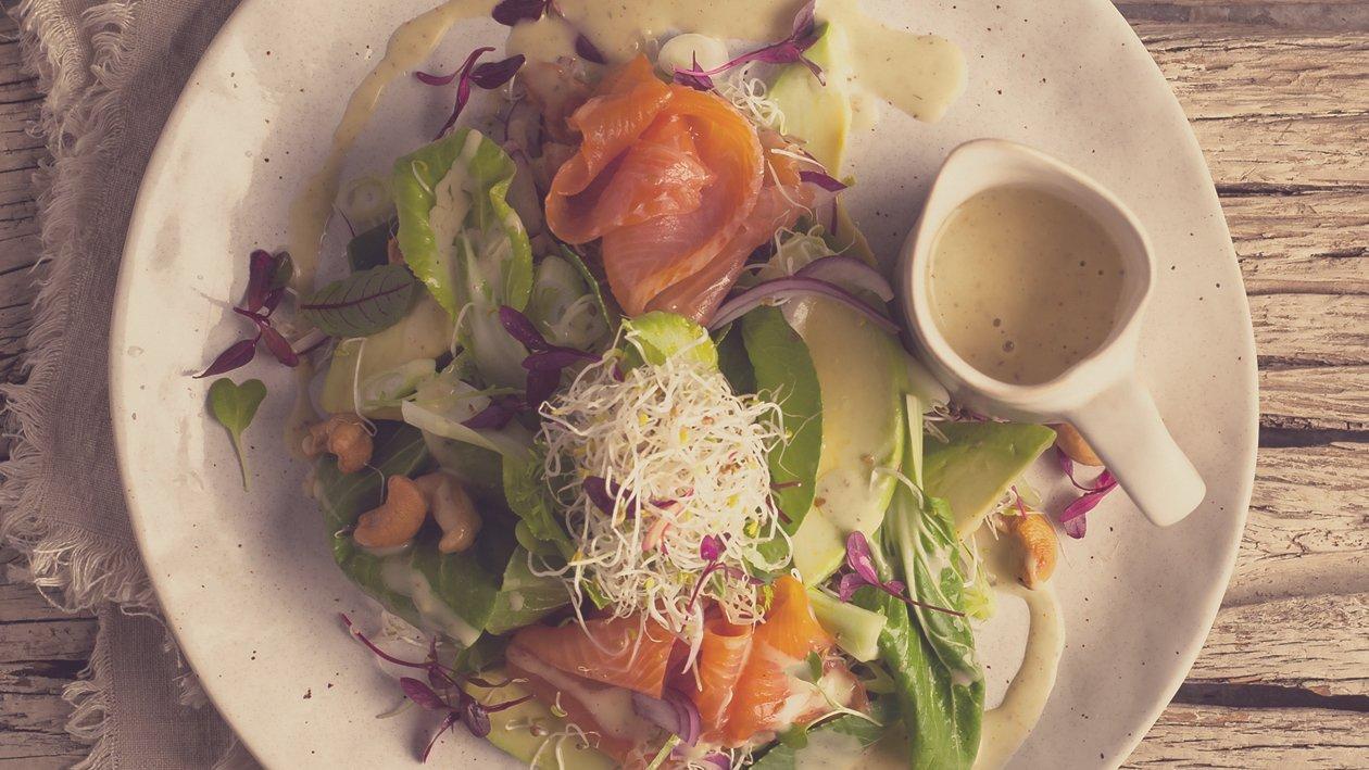 Chou Chinois, salade verte, saumon fumé, dressing crémeux à l'avocat – Recette