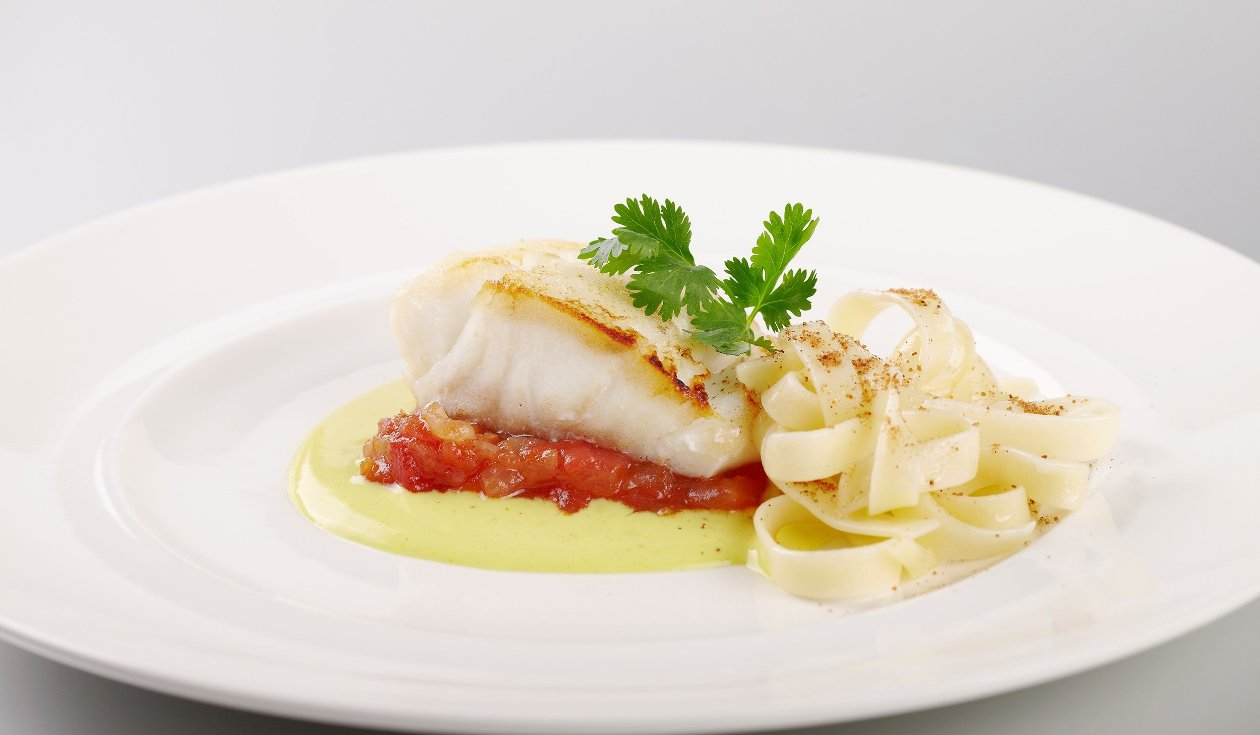 Dos de cabillaud au Noilly Pratt et Curry, sauce tomate et tagliatelle – Recette