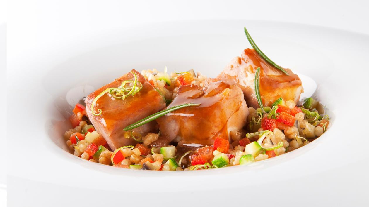 Épaule d'agneau confite avec couscous et jus de poulet – Recette