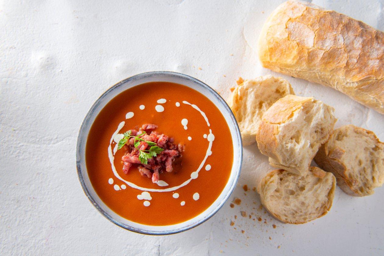 Potage aux tomates  avec lardons et fines herbes – Recette
