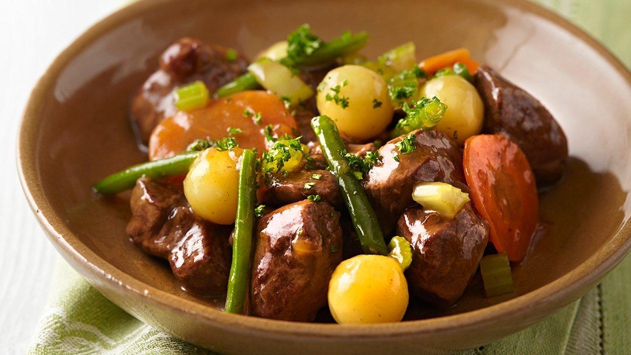 Ragoût d'agneau printanier aux pommes de terre persillées – Recette