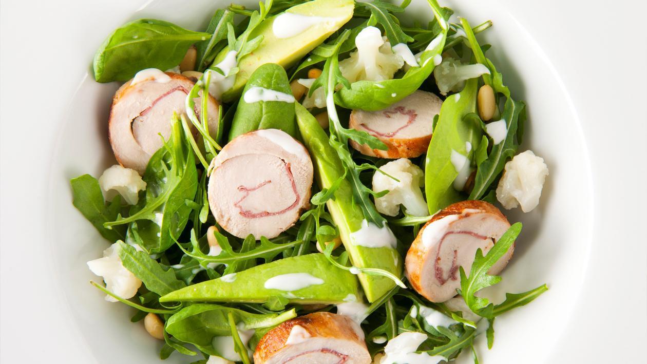 Salade d'avocat avec poulet fumé et dressing yaourt – Recette