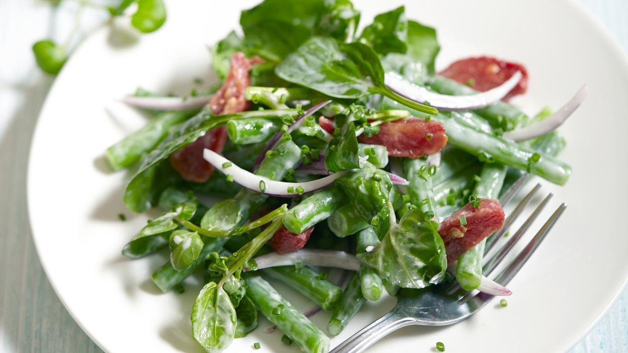 Salade de legumes verts et vinaigrette crémeuse au raifort – Recette