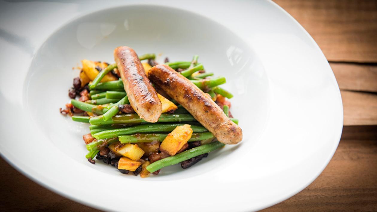 Salade liégeoise aux chipolatas, au lard et aux haricots verts – Recette