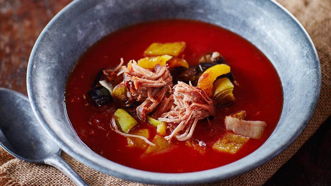 Soupe aux tomates BBQ aux légumes grillés et porc effiloché – Recette