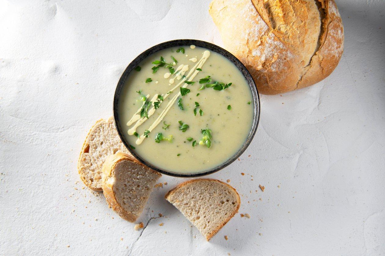 Soupe brocoli-chou-fleur avec crème de curry et persil – Recette