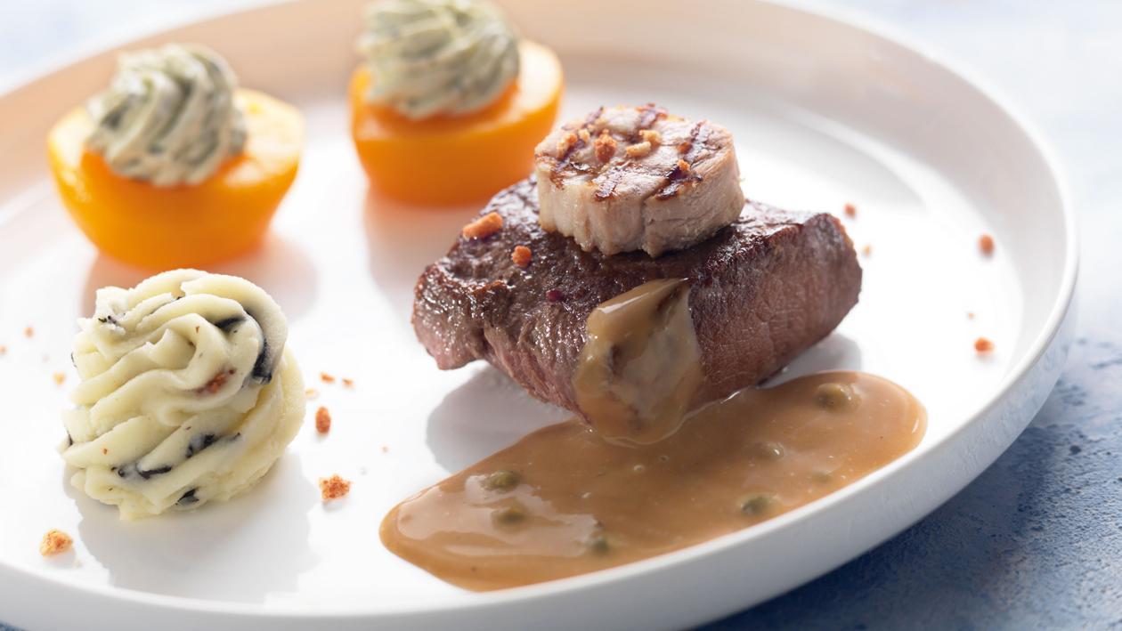 Steak de sanglier et lard avec sauce au poivre sauvage – Recette