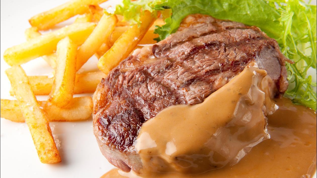 Steak grillé avec une sauce au poivre – Recette
