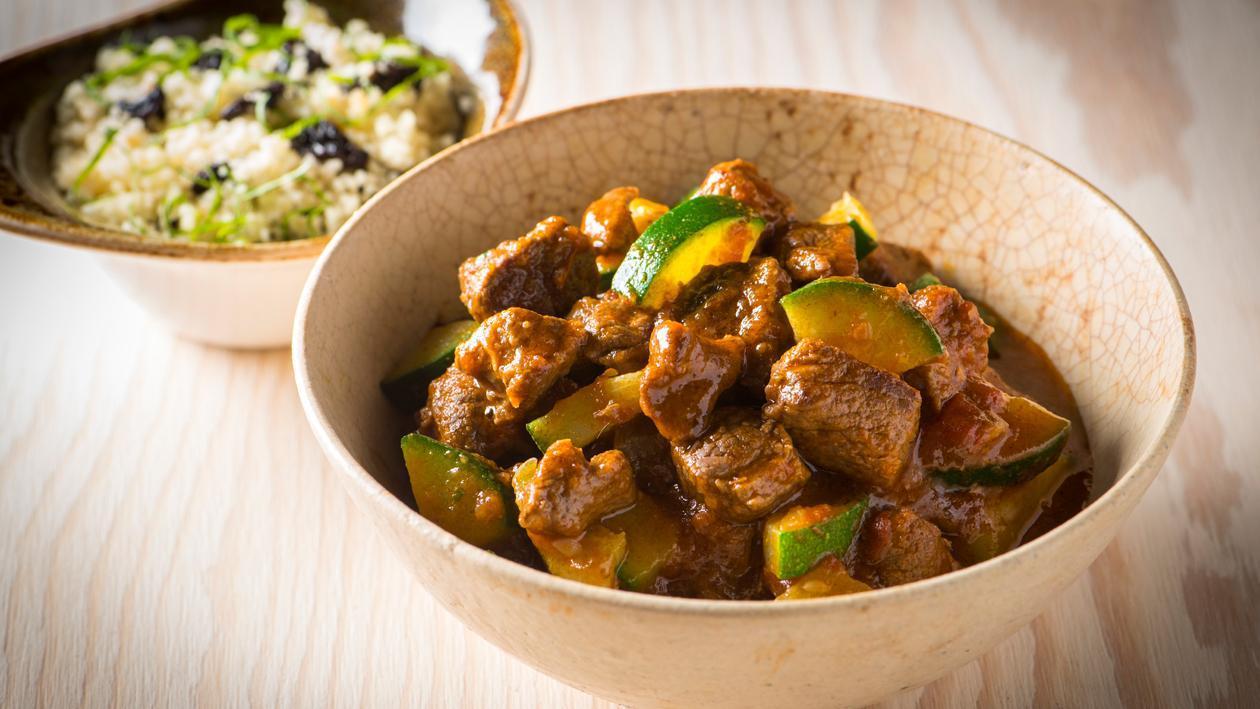 Tagine d'agneau aux pruneaux, gingembre amandes et pain marocain – Recette