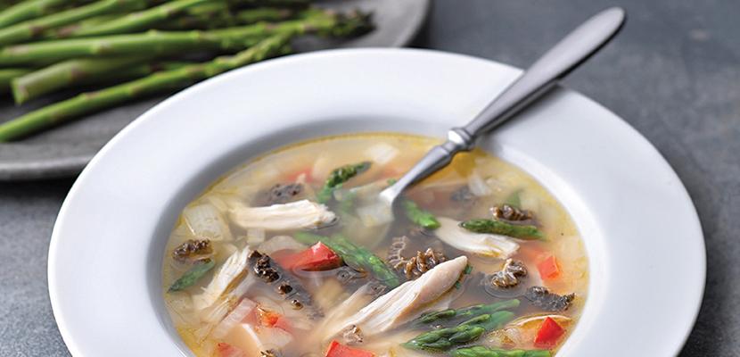 Knorr® Professionnel Concentré de bouillon de poulet liquide - Une saveur, couleur et arôme encore plus naturels d'après les tests de l'Institut des Maîtres Cuisiniers (MC)